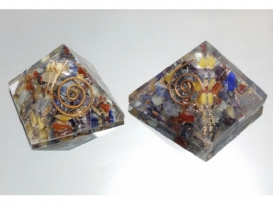PIRAMIDE ORGONITE 4x4cm MULTICOLOR